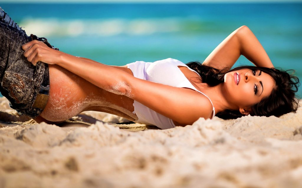 Hot and cheap London escorts on the beach