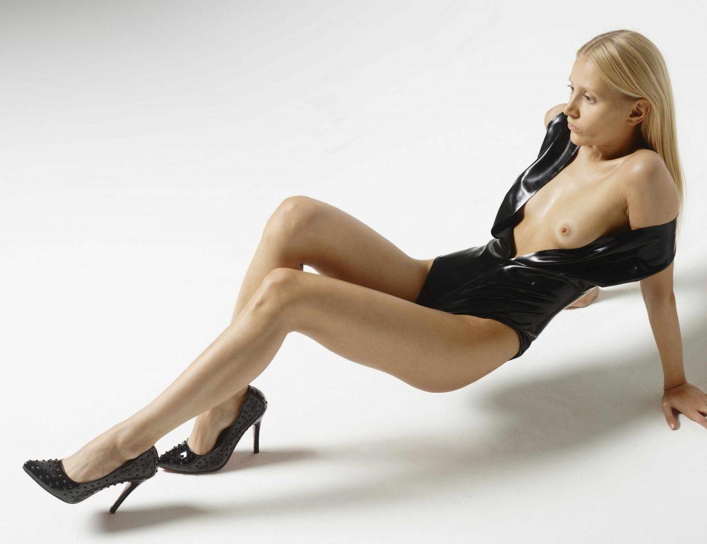Skinny Blonde - Sexy Body